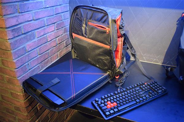 c56275c0ee76 OMEN by HP 15の重量が約2.48kgということで、持ち運びに向いているとは言えませんが、ゲーミングノートとして考えると軽い方の部類になりますし、持ち運んで使いたい  ...