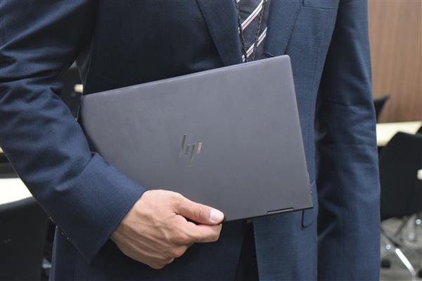 HP ENVY x360 13持ち
